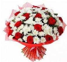 11 adet kırmızı gül ve 1 demet krizantem  Giresun internetten çiçek satışı