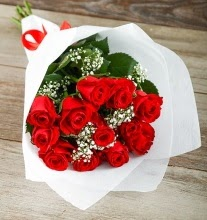 9 kırmızı gülden buket çiçeği  Giresun anneler günü çiçek yolla