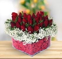 15 kırmızı gülden kalp mika çiçeği  Giresun çiçek online çiçek siparişi
