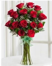 Cam vazo içerisinde 11 kırmızı gül vazosu  Giresun ucuz çiçek gönder
