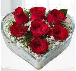 Kalp içerisinde 7 adet kırmızı gül  Giresun çiçek siparişi sitesi