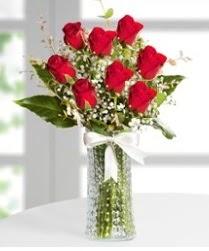 7 Adet vazoda kırmızı gül sevgiliye özel  Giresun yurtiçi ve yurtdışı çiçek siparişi