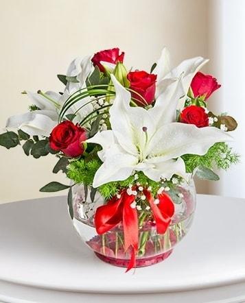 Fanus Vazoda 2 Lilyum ve 5 Gül Dansı  Giresun anneler günü çiçek yolla