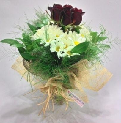5 adet kırmızı gül ve kırızantem buketi  Giresun çiçek gönderme