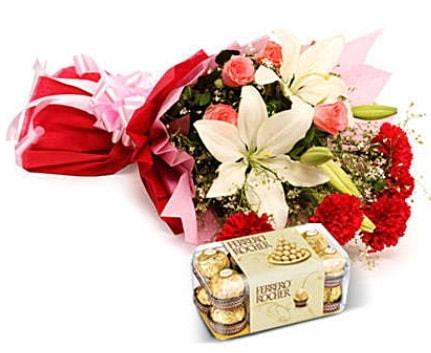 Karışık buket ve kutu çikolata  Giresun çiçek servisi , çiçekçi adresleri